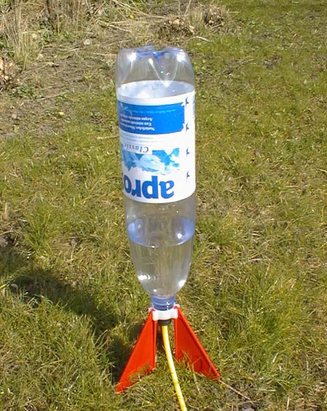 Rokit, die geniale Wasserrakete: http://www.rokit.ch/